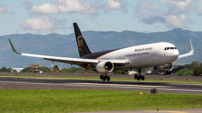 A picture of N358UP - Boeing 76734AF(ER) - UPS - © Cristian Quijano