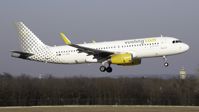 A picture of ECMFN - Airbus A320232 - Vueling - © Aron