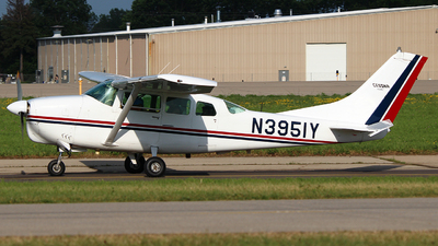 A picture of N3951Y - Cessna 210D Centurion - [21058451] - © Zihaoo W & Donny H Photography
