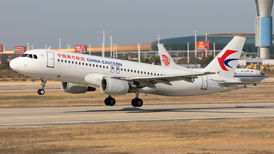 A picture of B6830 - Airbus A320214 - China Eastern Airlines - © Ji donghao