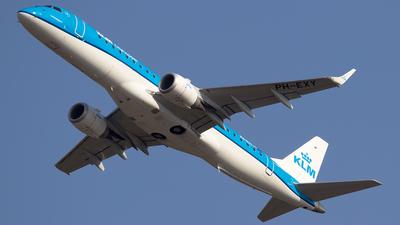 A picture of PHEXY - Embraer E190STD - KLM - © Simone Previdi