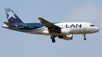 A picture of CCBCE - Airbus A319112 - LATAM Airlines - © Cesar Prieto