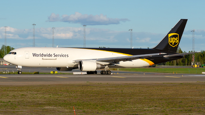 A picture of N391UP - Boeing 767304(ER)(BDSF) - UPS Airlines - © Laszlo Fekete