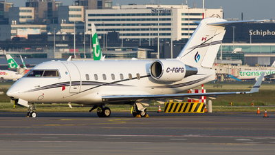 C-FGFG - Bombardier CL-600-2B16 Challenger 604 - Skyservice Business Aviation
