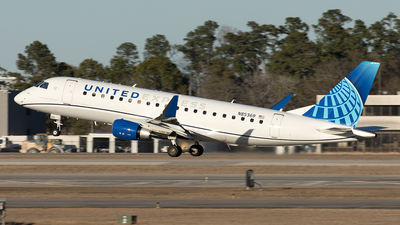A picture of N85369 - Embraer E175LL - United Airlines - © Yixin Chen