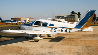 ZS-EAT - Piper PA-28-235 Cherokee - Private