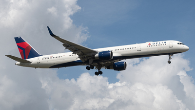 A picture of N592NW - Boeing 757351 - Delta Air Lines - © JTPAviation