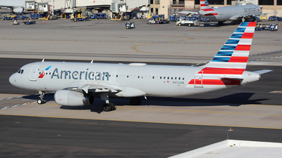 A picture of N652AW - Airbus A320232 - American Airlines - © Alexander Aston