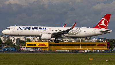 A picture of TCLSD - Airbus A321271NX - Turkish Airlines - © Grzesiek Krupa