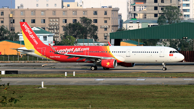 A picture of VNA630 - Airbus A321211 - VietJet Air - © photogiap