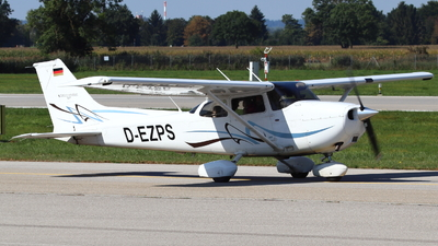 D-EZPS - Cessna 172S Skyhawk SP - Private