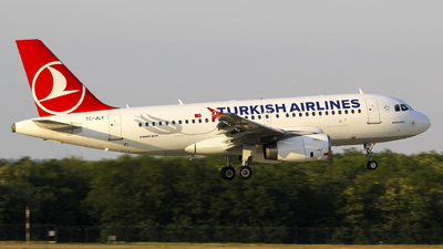 A picture of TCJLY - Airbus A319132 - Turkish Airlines - © Seres23