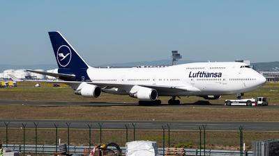 A picture of DABVM - Boeing 747430 - Lufthansa - © Chris de Breun