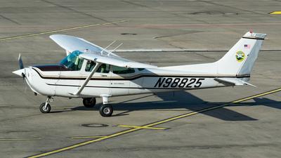 A picture of N98825 - Cessna 172P Skyhawk - [17276364] - © Sam Albers