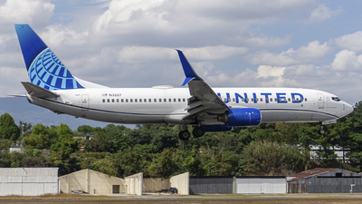 A picture of N13227 - Boeing 737824 - United Airlines - © chalymtz