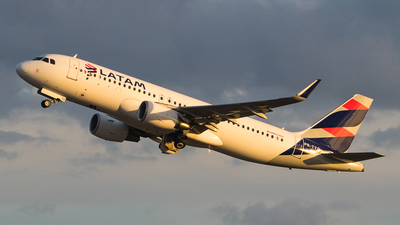 PR-TYQ - Airbus A320-214 - LATAM Airlines