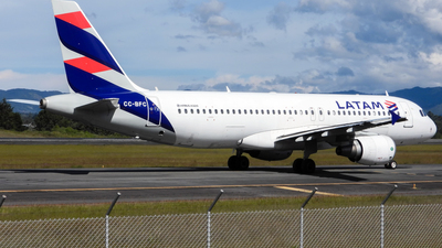 CC-BFC - Airbus A320-214 - LATAM Airlines