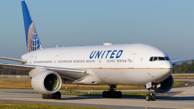 A picture of N219UA - Boeing 777222(ER) - United Airlines - © Matteo Lamberts
