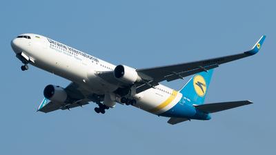 UR-GED - Boeing 767-33A(ER) - Ukraine International Airlines