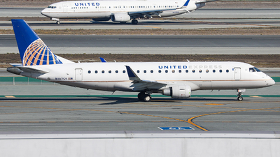 A picture of N107SY - Embraer E175LR - United Airlines - © KenKen Huang