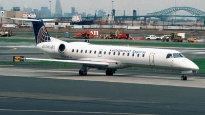 N15932 - Embraer ERJ-145ER - Continental Express (ExpressJet Airlines)
