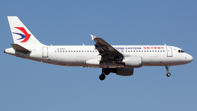 A picture of B6893 - Airbus A320214 - China Eastern Airlines - © Wanping Chen