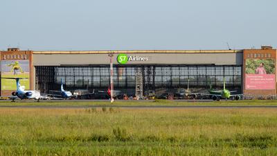 UNNT - Airport - Hangar