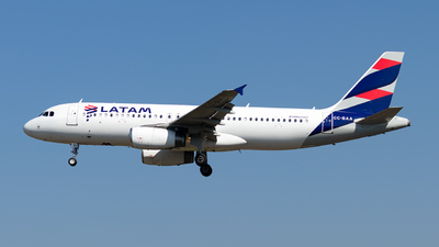 A picture of CCBAA - Airbus A320233 - LATAM Airlines - © MartinezRoe7