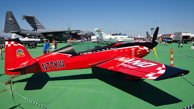 N77KW - Extra 300L - Private