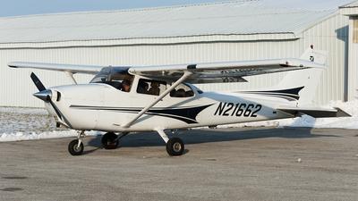 A picture of N21662 - Cessna 172S Skyhawk SP - [172S9647] - © SpotterPowwwiii