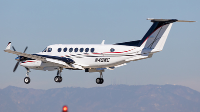 A picture of N49WC - Beech 300 Super King Air 350 - [FL144] - © Wes Loeffler