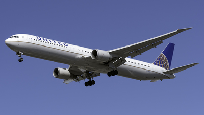 A picture of N76054 - Boeing 767424(ER) - United Airlines - © Kerrigan_Aviation_NJ
