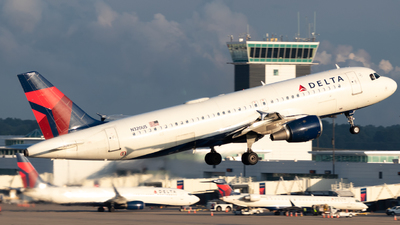 A picture of N320US - Airbus A320211 - Delta Air Lines - © Erik Goodfellow