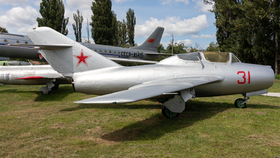 31 - Mikoyan-Gurevich MiG-15UTI Midget - Soviet Union - Air Force