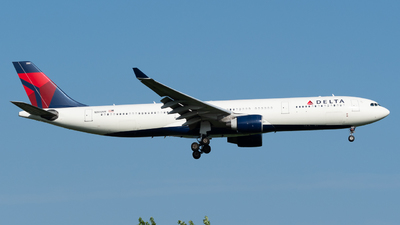 N806NW - Airbus A330-323 - Delta Air Lines