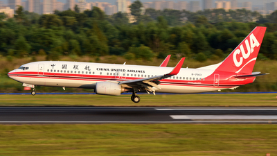B-7563 - Boeing 737-89P - China United Airlines