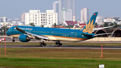 A picture of VNA872 - Boeing 78710 Dreamliner - Vietnam Airlines - © photogiap