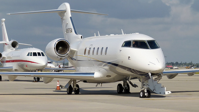 N3975A - Bombardier BD-100-1A10 Challenger 300 - Private