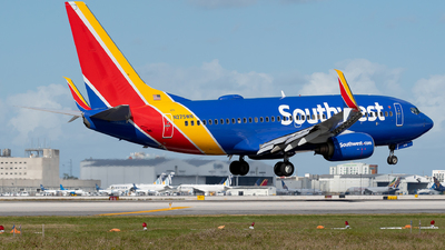A picture of N275WN - Boeing 7377H4 - Southwest Airlines - © Luis Bastardo