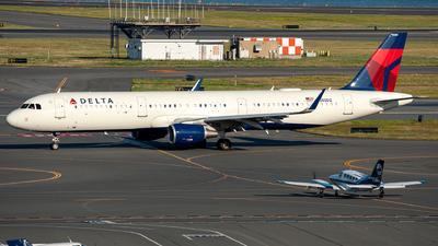 A picture of N385DZ - Airbus A321211 - Delta Air Lines - © OCFLT_OMGcat
