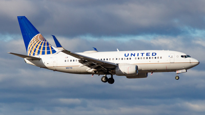 A picture of N15710 - Boeing 737724 - United Airlines - © Devon McCune