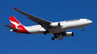 VH-EBJ - Airbus A330-202 - Qantas
