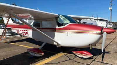 A picture of N5705R - Cessna 172F Skyhawk - [17253359] - © Javier Vera