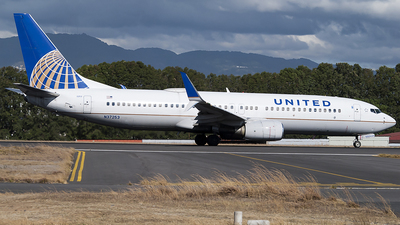 A picture of N37253 - Boeing 737824 - United Airlines - © Brian Boche
