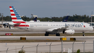 A picture of N585UW - Airbus A321231 - American Airlines - © Mark Lawrence