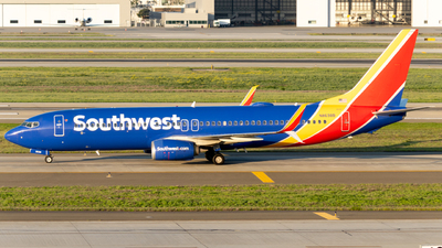 A picture of N8698B - Boeing 7378H4 - Southwest Airlines - © global_flyer1