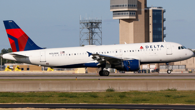 A picture of N352NW - Airbus A320212 - Delta Air Lines - © Alec Mollenhauer