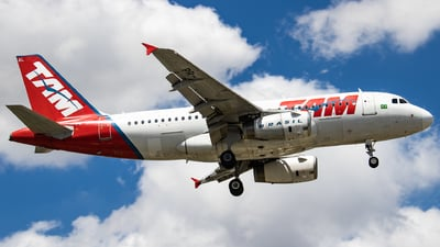 A picture of PRMAL - Airbus A319132 - LATAM Airlines - © limaspotter