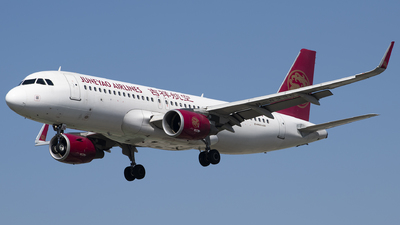 A picture of B8236 - Airbus A320214 - Juneyao Airlines - © Tom Cheng