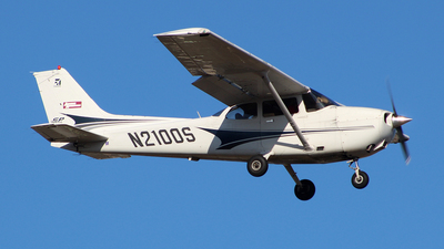 N2100S - Cessna 172S Skyhawk SP - Private